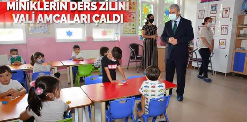 OKULLAR AÇILDI !! VALİ BEY İLK DERS ZİLİNİ ÇALDI !!